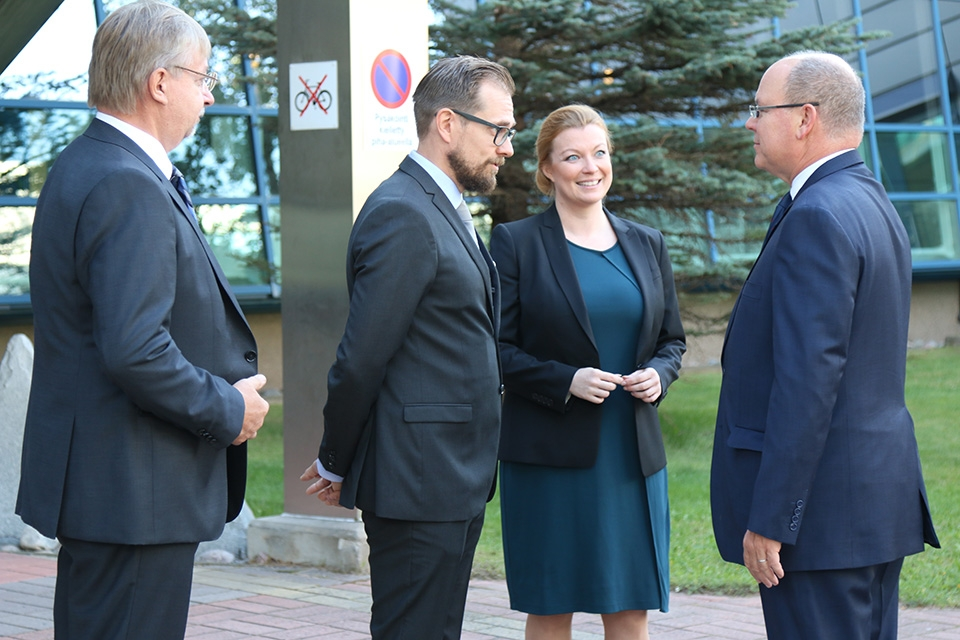 Oulu technology presented to Prince Albert II