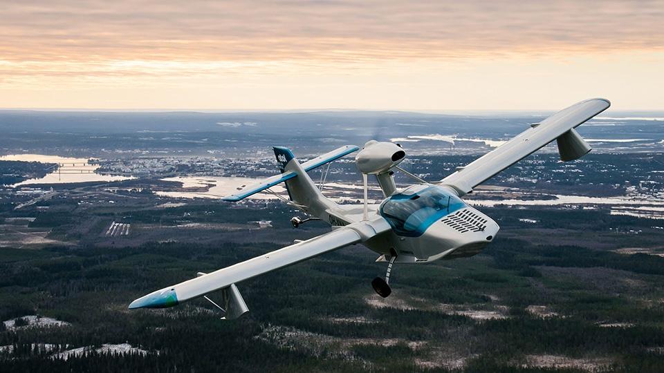 Pohjoissuomalainen lentokone ATOL nousi ilmaan