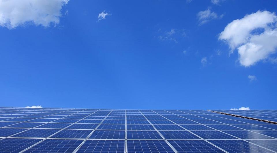 Aurinkovoimaloilla uusiutuvaa energiaa Technopoliksen kiinteistöihin
