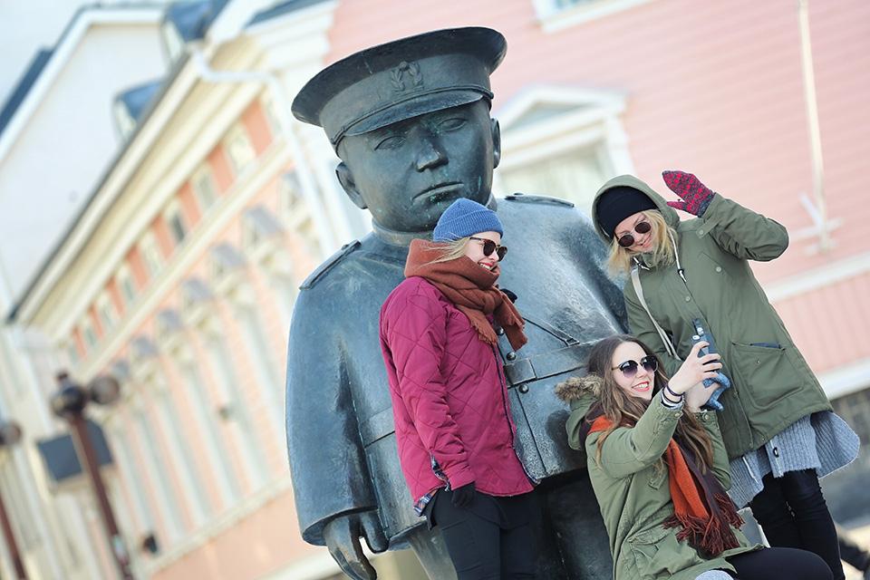 Keksi nimi Oulun kaksikerroksiselle sightseeing-bussille
