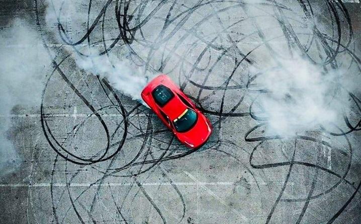 Ennätysmäärä Ferrareja saapuu Nallikariin – roomalainen Ferrari Club Passione Rossa vierailee Oulussa
