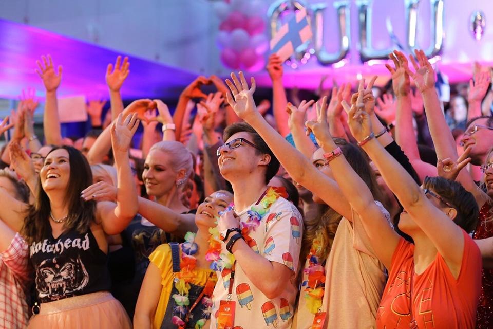 Euroviisujen kisakatsomo toi yhteisöllisyyttä ja hetken 100 miljoonan katsojan edessä