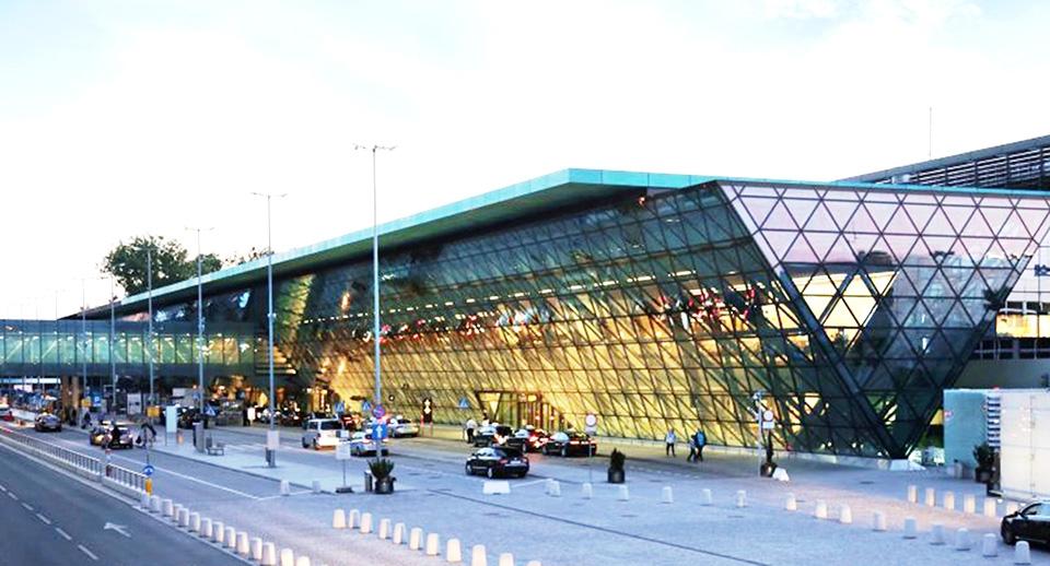 Krakovan lentokentälle Idescon kulunvalvontalukijat