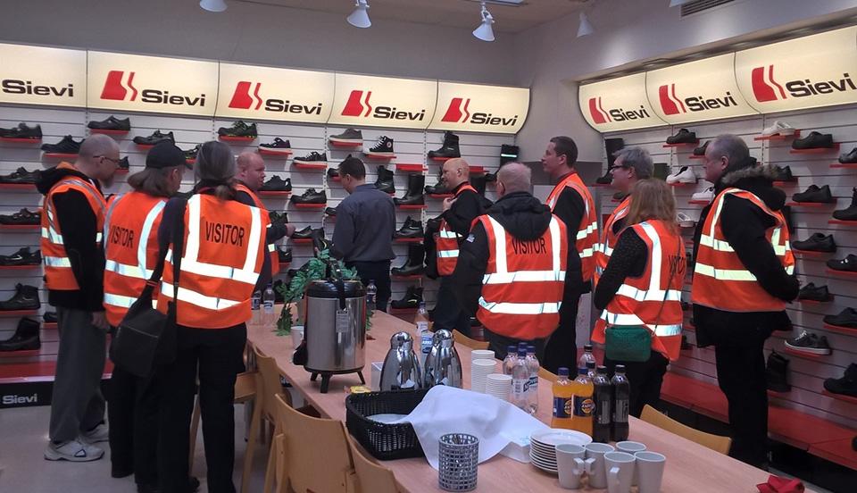 Työhönvalmennettavat vieraina Sievin ja Ojala Groupin tehtaalla