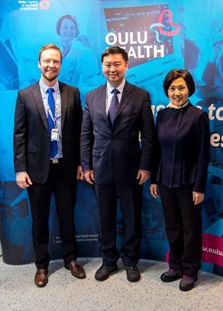 Kiinan suurlähettiläs vieraili OYS TestLabissa
