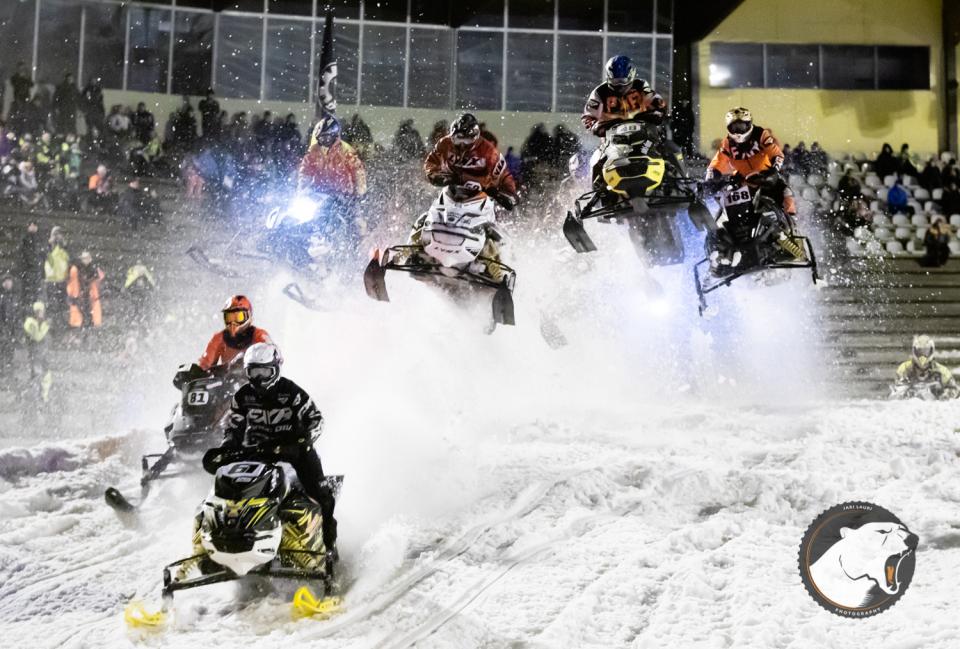Stadion Snowcross Oulu keräsi vaikeissa olosuhteissa ennätysmäärän kuljettajia
