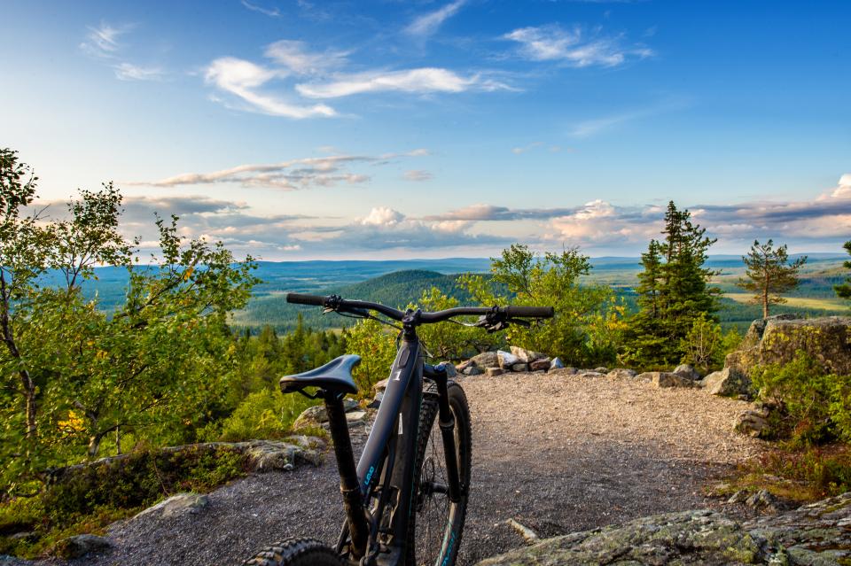 Saaga Travelilta pyöräilyn suosion imussa uusia pyörämatkailutuotteita